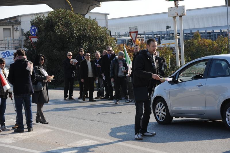 Il Pd protesta agli svincoli contro l'introduzione del pedaggio sull'Ascoli Mare