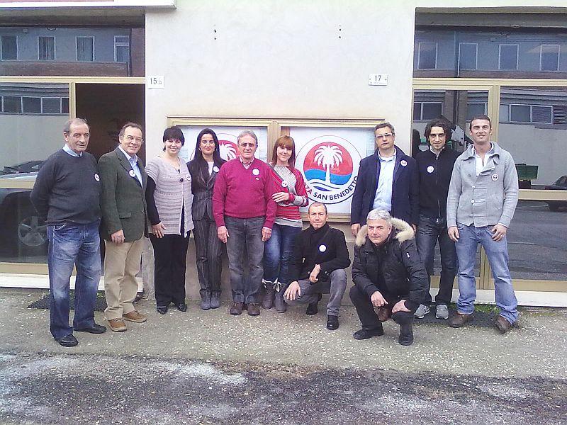 Gabriele Franceschini con alcuni candidati della lista civica Forza San Benedetto