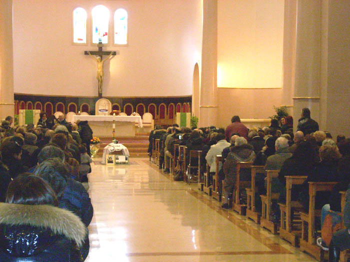 Pasquali, tanta gente ai funerali
