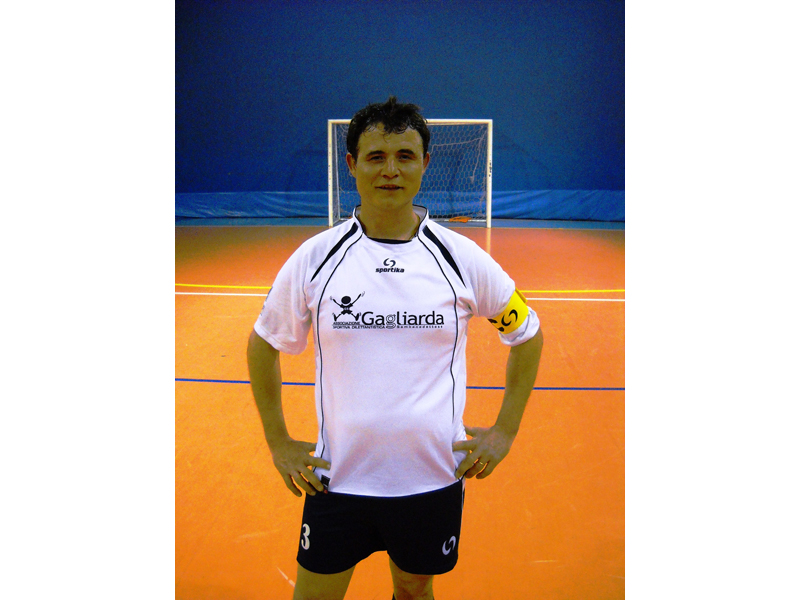 Gianluca Ascani, capitano della squadra open e allenatore delle squadre under 12 di calcio a 5. Un esempio da seguire.