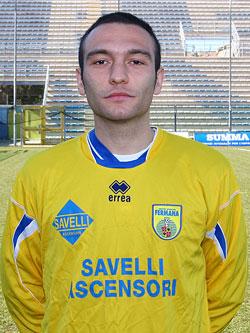 Il centrocampista sambenedettesse Massimo De Reggi, autore del gol partita che ha riportato in vetta la Fermana