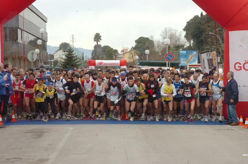La partenza della Maratonina di Centobuchi 2011 (foto Troiani)