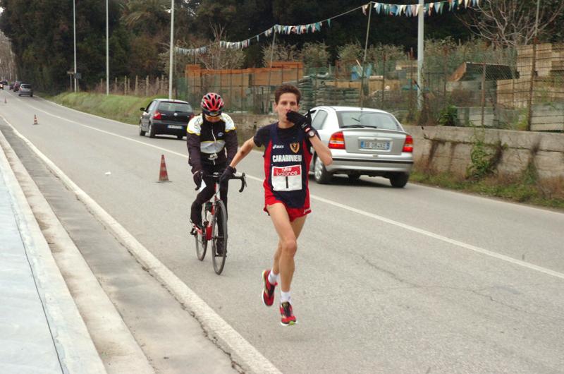 Uno scatto di Denis Curzi in corsa alla Maratonina di Centobuchi 2011 (foto Troiani)