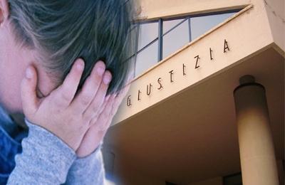 Abbandono di minori sullo sfondo del Palazzo di Giustizia di San Benedetto del Tronto