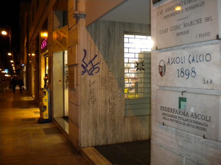 L'ingresso della sede dell'Ascoli Calcio a Corso Vittorio Emanuele