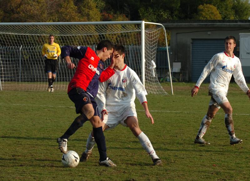 bel colpo di tacco ad aggirare l'avversario del numero 18 rossoblu (foto Troiani)