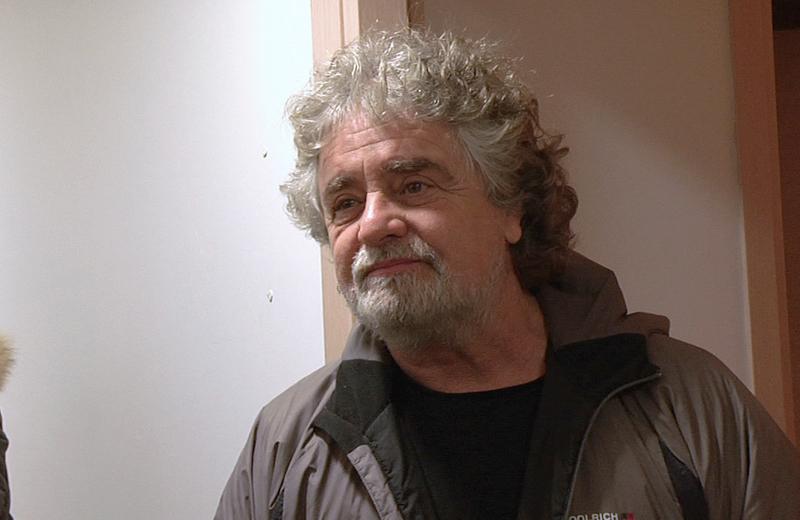 Beppe Grillo prima del suo spettacolo al PalaRiviera, venerdì 11 febbraio