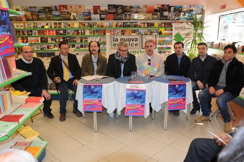 Al centro il presidente del Circolo Nautico Sambenedettese Rolando Rosetti con alcuni soci durante la conferenza stampa. (foto di Adriano Cellini)