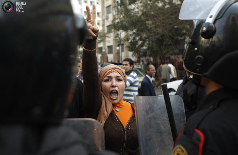 Una protesta di una giovane egiziana (ph. Total Pix)