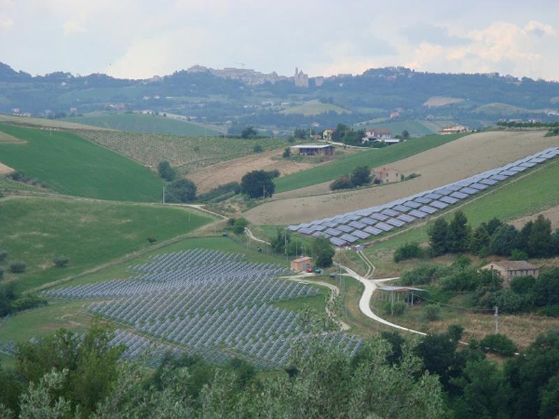 Colline fotovoltaiche ad Offida