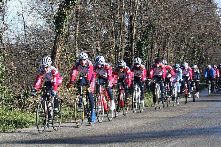 I giovani ciclisti durante gli allenamenti