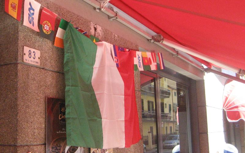 17 marzo, tricolori al Bar King di via Voltattorni