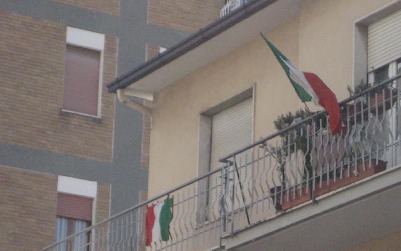17 marzo, tricolori in via Voltattorni 2