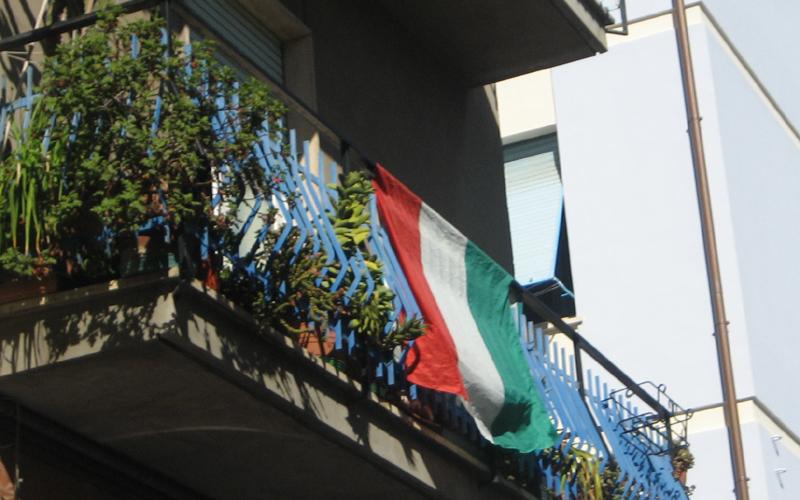 17 marzo, tricolori nelle case di San Benedetto