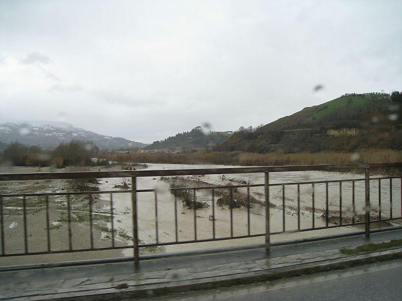 Mercoledì mattina il Fiume Tronto ad Ascoli Piceno direzione ovest