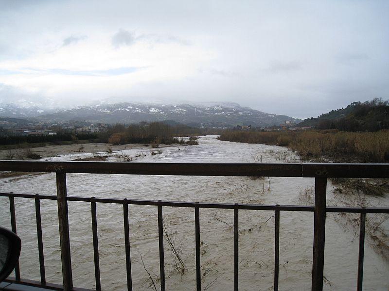 Mercoledì mattina, il Fiume Tronto ad Ascoli Piceno in direzione ovest
