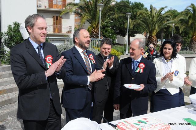 150° Unità d'Italia, la Torta Tricolore realizzata dall'istituto Alberghiero (photoBraccetti)