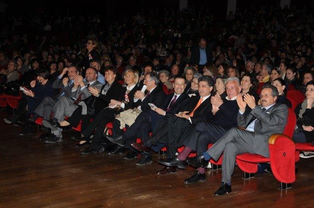 Concerto delle Corali sambenedettesi al PalaRiviera per il 150° dell'Unità d'Italia (photoBraccetti))