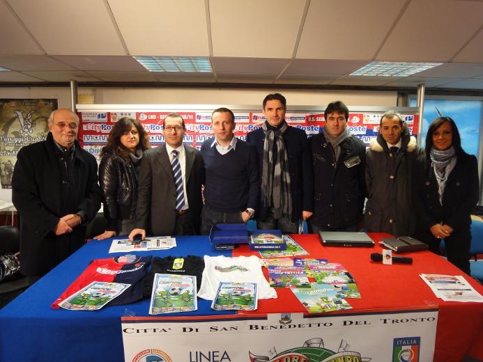 Da sinistra, Domenico Silvestri, Anna Nardelli, Maurizio Spazzafumo, Attilio Alfonsi, Catello Cimmino, Paolo Fares, Giuliano Ciabattoni e Roberta Ripani