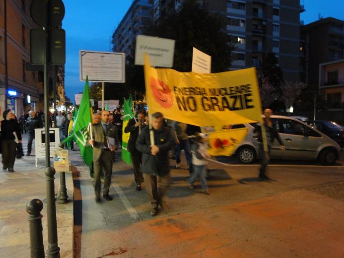 Il corteo durante la manifestazione nel tratto di Viale De Gasperi