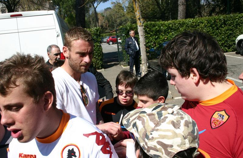 I giocatori della Roma incontrano i ragazzi diversamente abili della provincia di Teramo