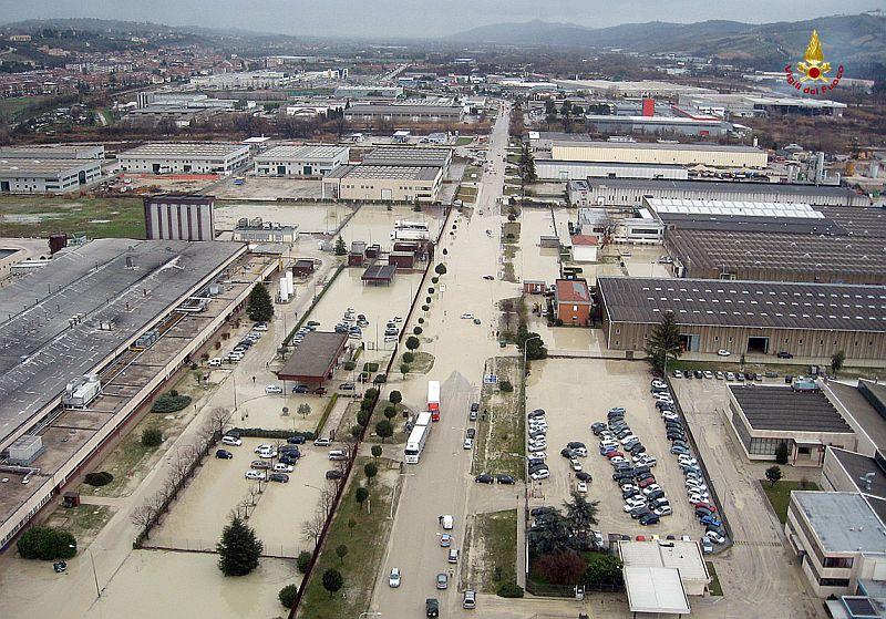 Ascoli Piceno, visione dall'alto della zona industriale (foto Centro Documentazione e Comunicazione Vigili del fuoco Ascoli Piceno.