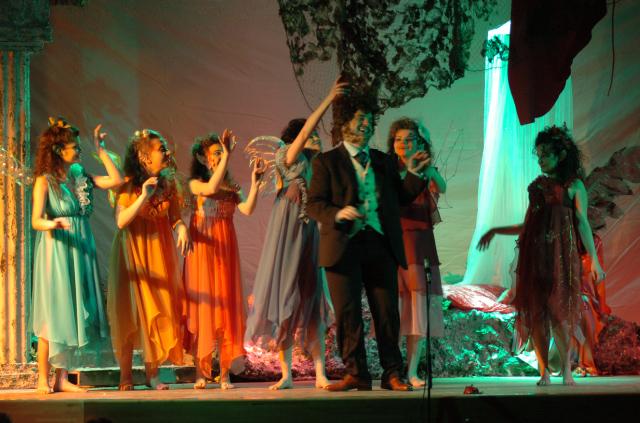 """Inverno Teatrale Cuprense: la compagnia """"Gli Aironi"""" in scena nella serata di venerdì 4 marzo al cine-teatro Margherita con """"Sogno di una notte di mezza estate"""" (foto Troiani)"""