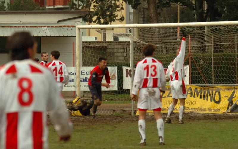 Terzo gol di Moscarino a Bojano (ph. Troiani)
