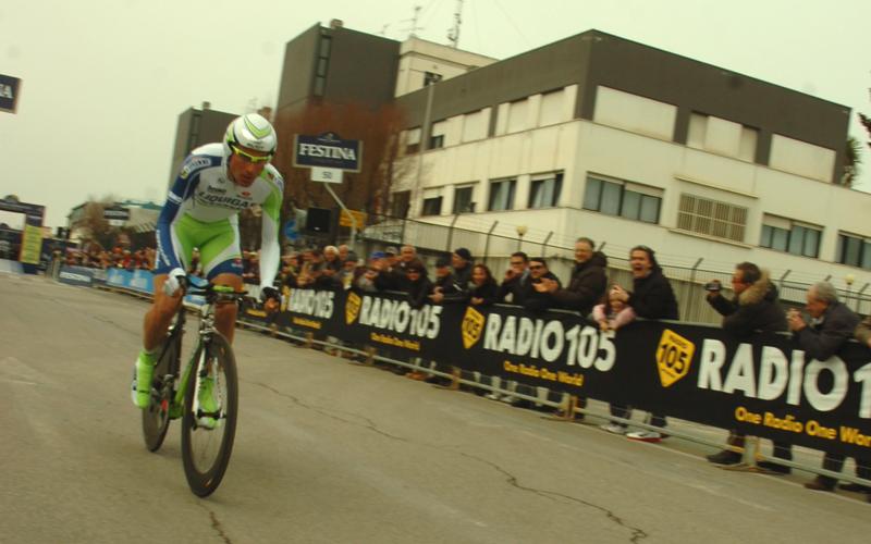 Tirreno-Adriatico 2011, il passaggio davanti la capitaneria