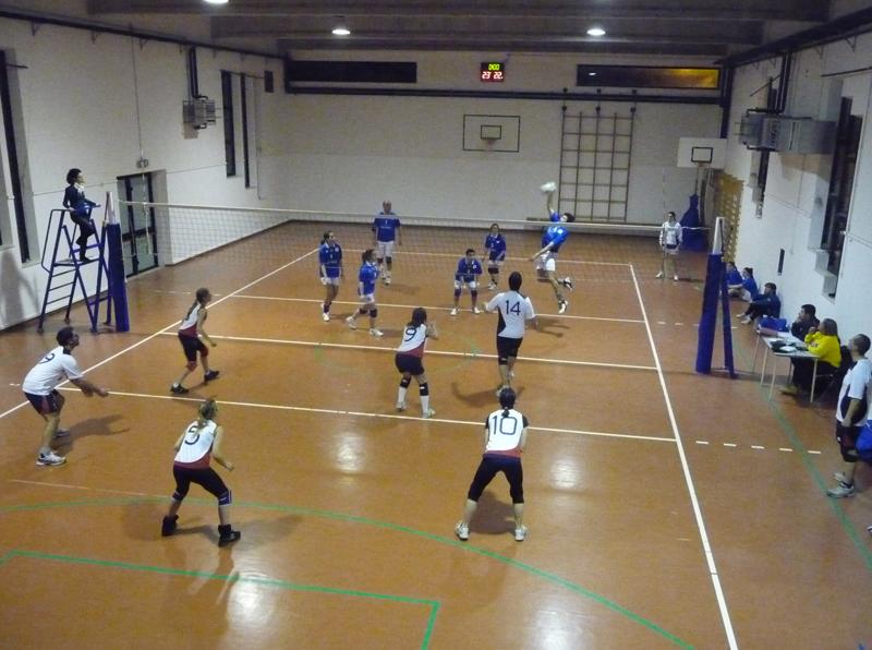 Una fase di Gagliarda 1 - Ares Volley, semifinale del torneo di volley misto di Cupra Marittima