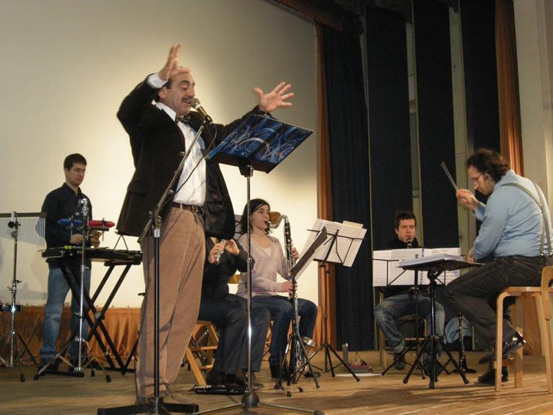 Cinì e l'ensemble diretto da Federico Paci raccontano le fiabe di Antonio De Signoribus