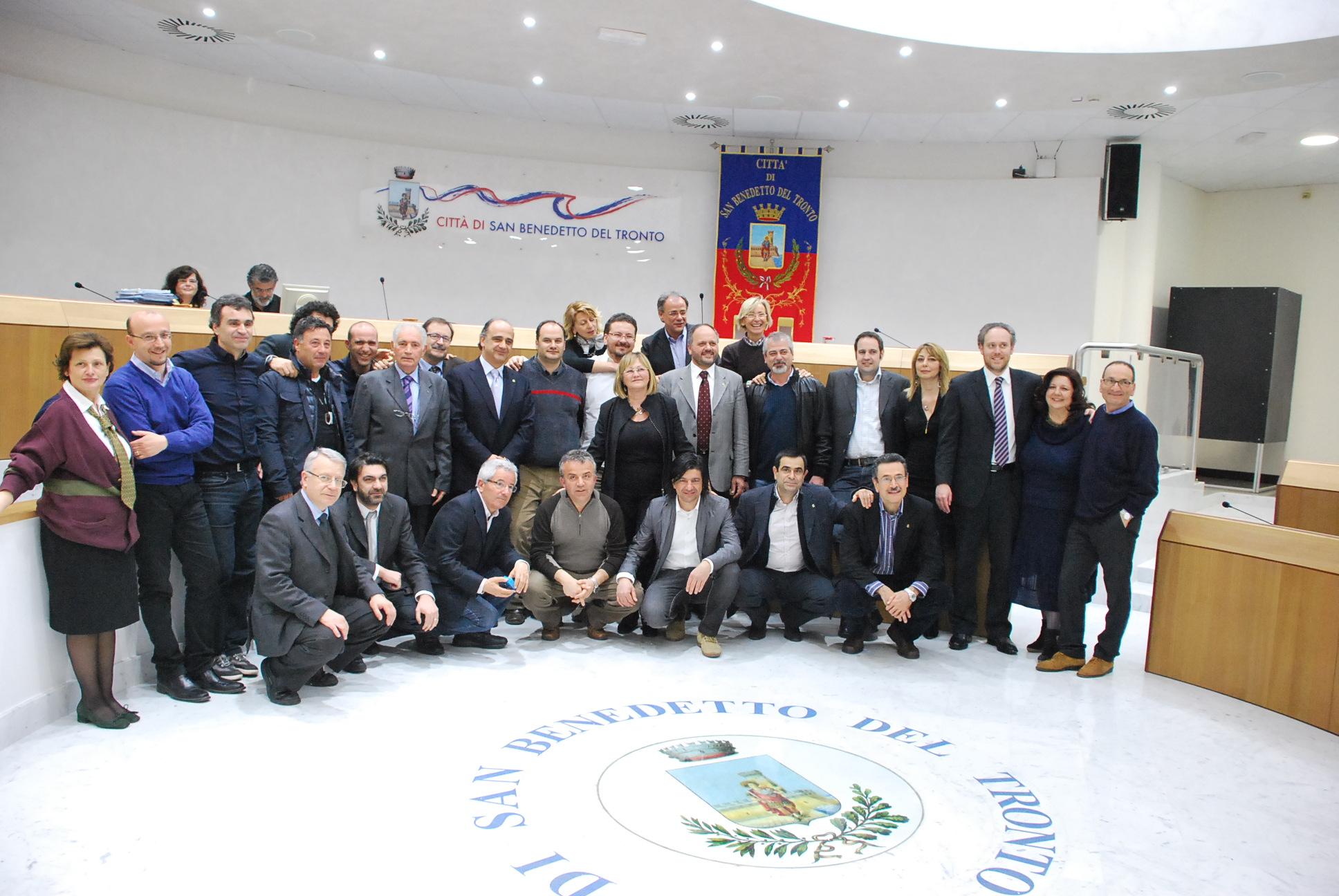 Foto di gruppo all'ultimo consiglio comunale