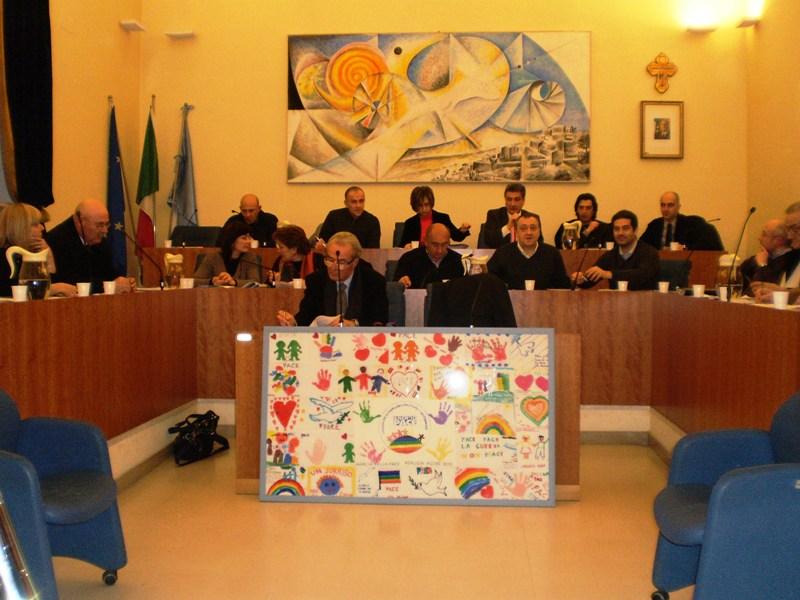 Il Consiglio Comunale di Grottammare con la Tela per la Pace