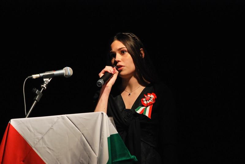 Concerto delle Corali sambenedettesi al PalaRiviera per il 150° dell'Unità d'Italia: un momento della lettura della