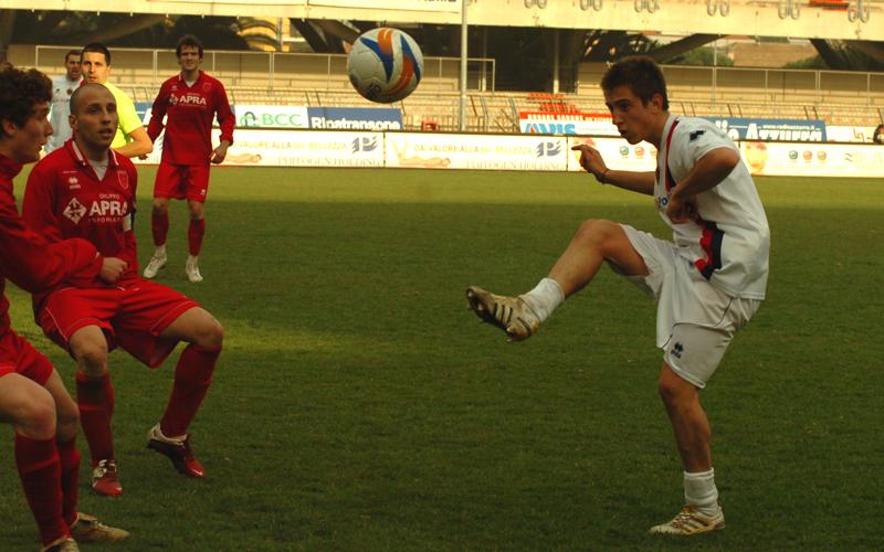 Cuccù in azione contro la Jesina, 2011 (ph. Troiani)