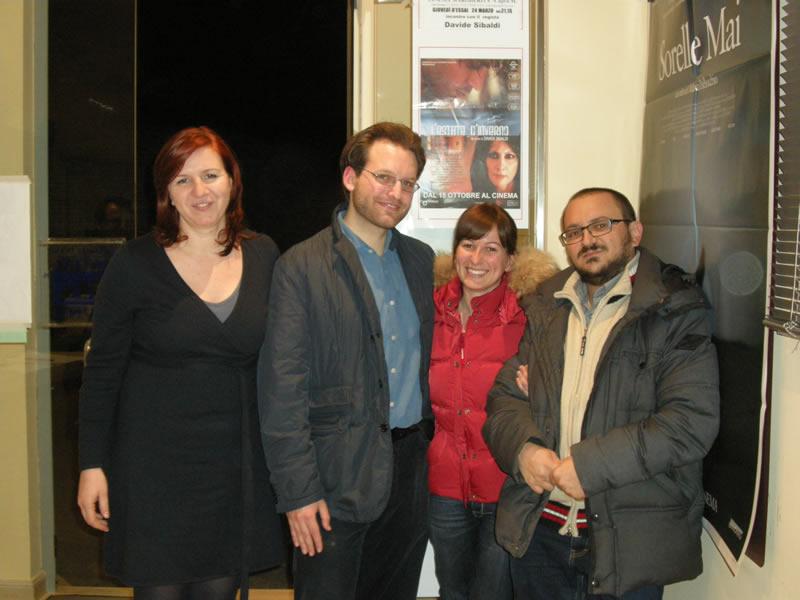 Lo staff del Maritain insieme al regista Davide Sibaldi