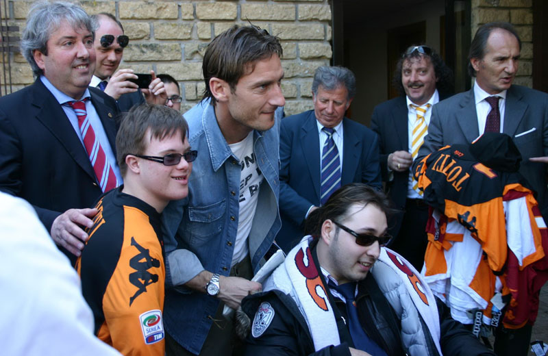 L'incontro dei ragazzi disabili con i giocatori della Roma