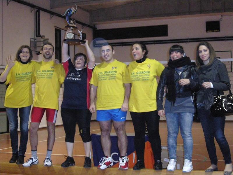 La squadra Cupra I, vincitrice del torneo Pallavolo misto