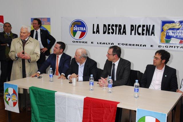 Anche Storace ascolta l'oratoria di Luigi Natali (www.photobracetti.com)