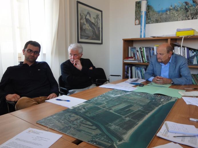 Da sinistra Luciano Marucci, Giuseppe Marcucci e il presidente della Riserva Sentina Pietro D'Angelo