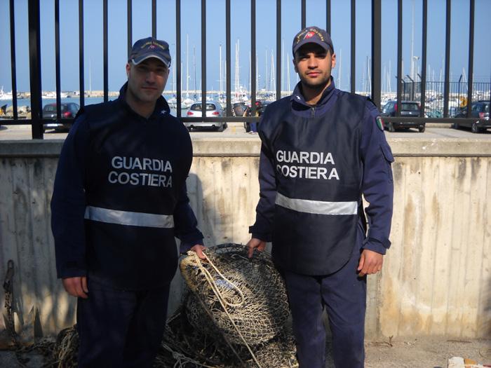 Pesca vietata, fermate due imbarcazioni
