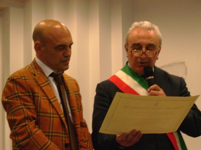 Giordano Bruno Guerri col sindaco Infriccioli