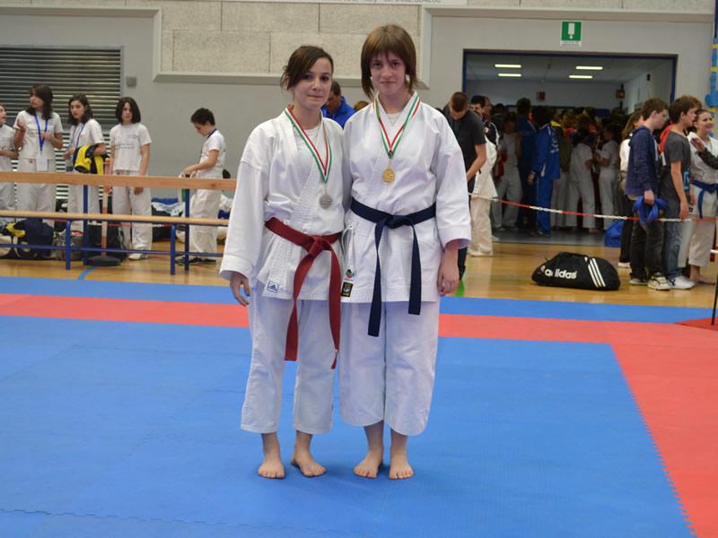 Haxhiu Xhesjana (a sinistra) al Karate Trophy di Udine