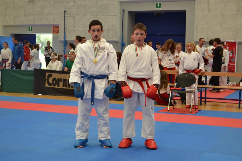 Jacopo Vinattieri (a sinistra) al Karate Trophy di Udine