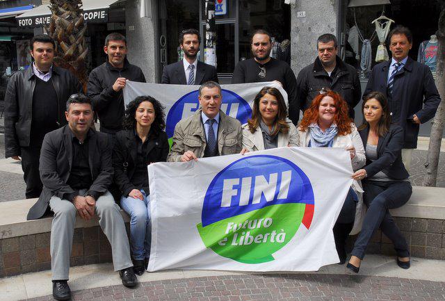 I candidati di Fli assieme a Marco Calvaresi (www.photobraccetti.com)