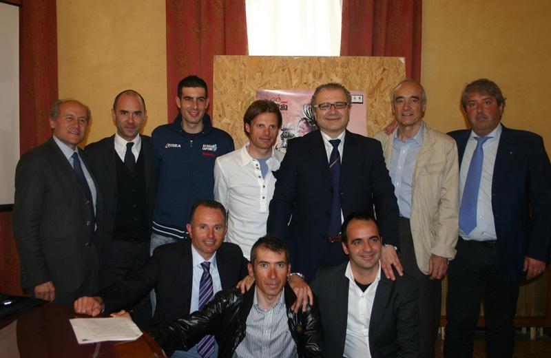 vicepresidente Renato Rasicci; Riccardo Rollo pres. Federerazione Ciclisti Abruzzo; il pres. Valter  Catarra; Danilo Di Luca