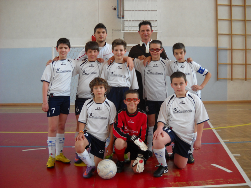 La Gagliarda A under 12 di calcio a 5, campione provinciale del Centro Sportivo Italiano, prima della partita contro il San Giuseppe