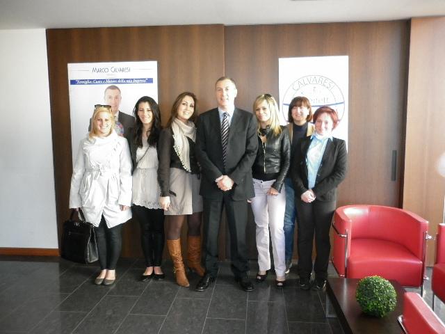 Marco Calvaresi e alcune candidate a sostegno, tra cui Paola Gabrielli Iamoccone, Aurora Muccichini, Eleonora Pica, Paola Di Pietro, Genny Angellotti
