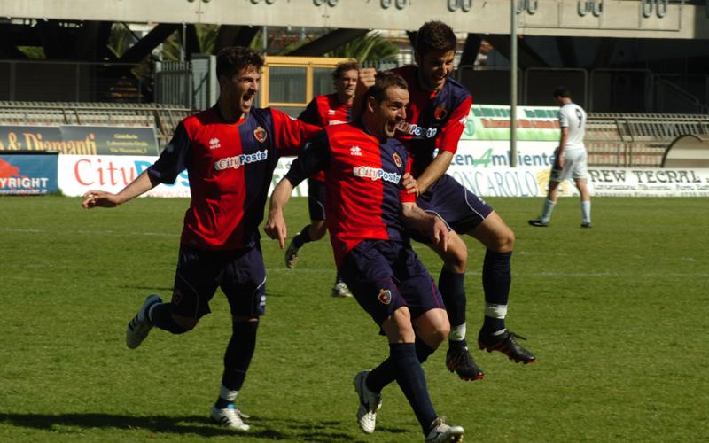 Pasquale Rulli festeggiato dopo il gol alla Renato Curi (ph. Troiani)