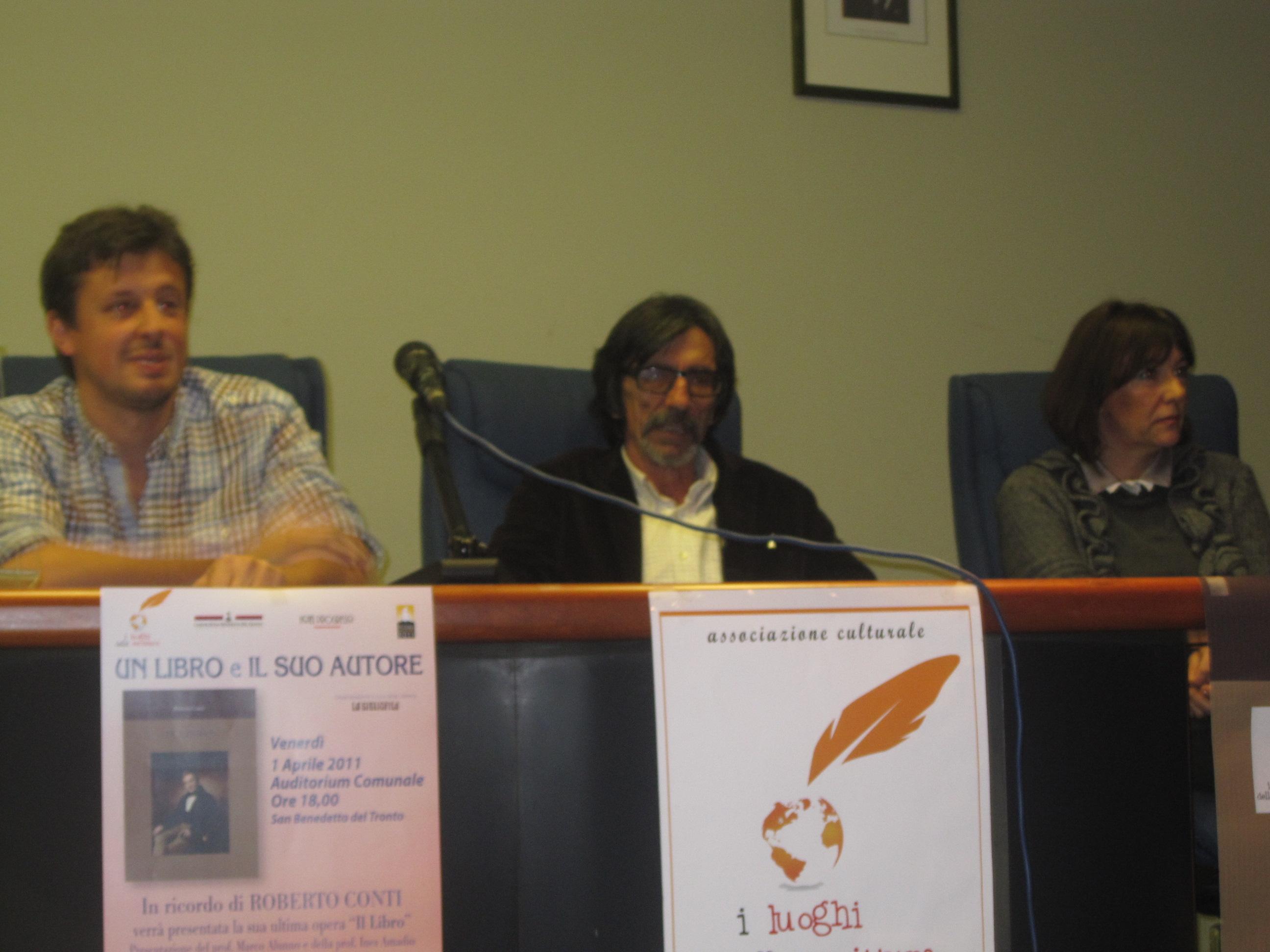 Presentazione dell'ulimo libro di Roberto Conti da sinistra Andrea Conti, Marco Alunno, Ines Amadio